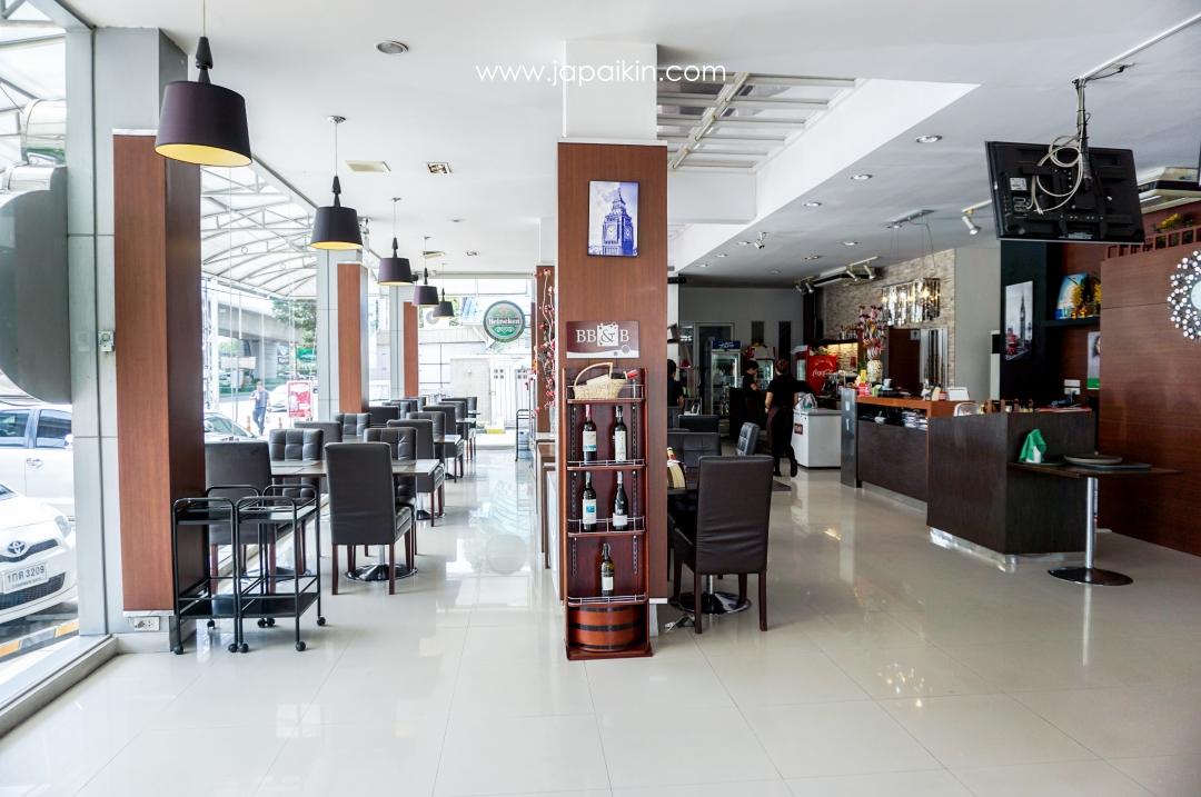Tata steak house - บรรยากาศภายในร้าน